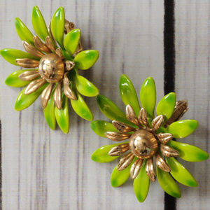 vtg green enamel flower earrings Sarah Coventry
